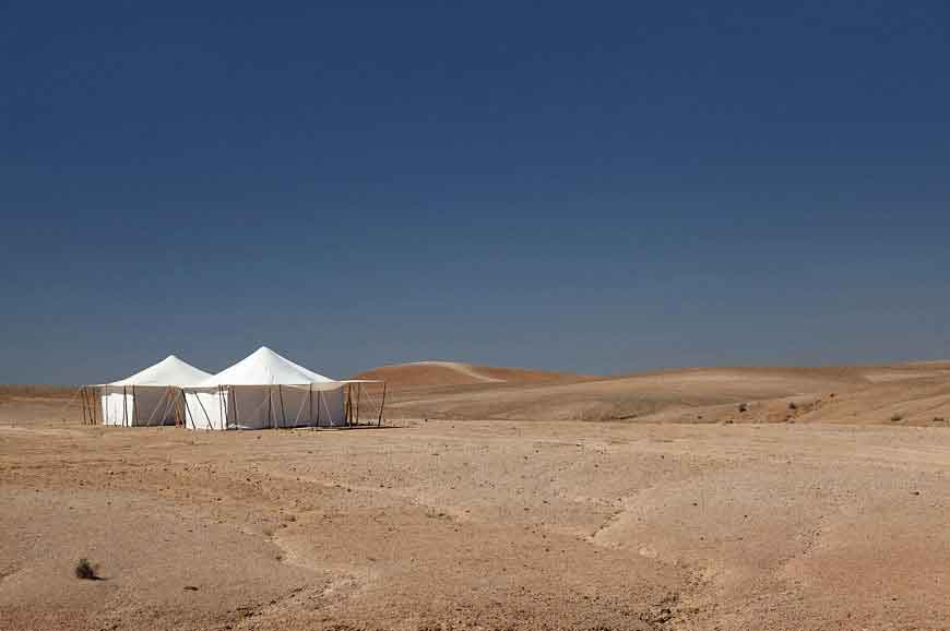 Sleeping-in-tents-in-arid-areas
