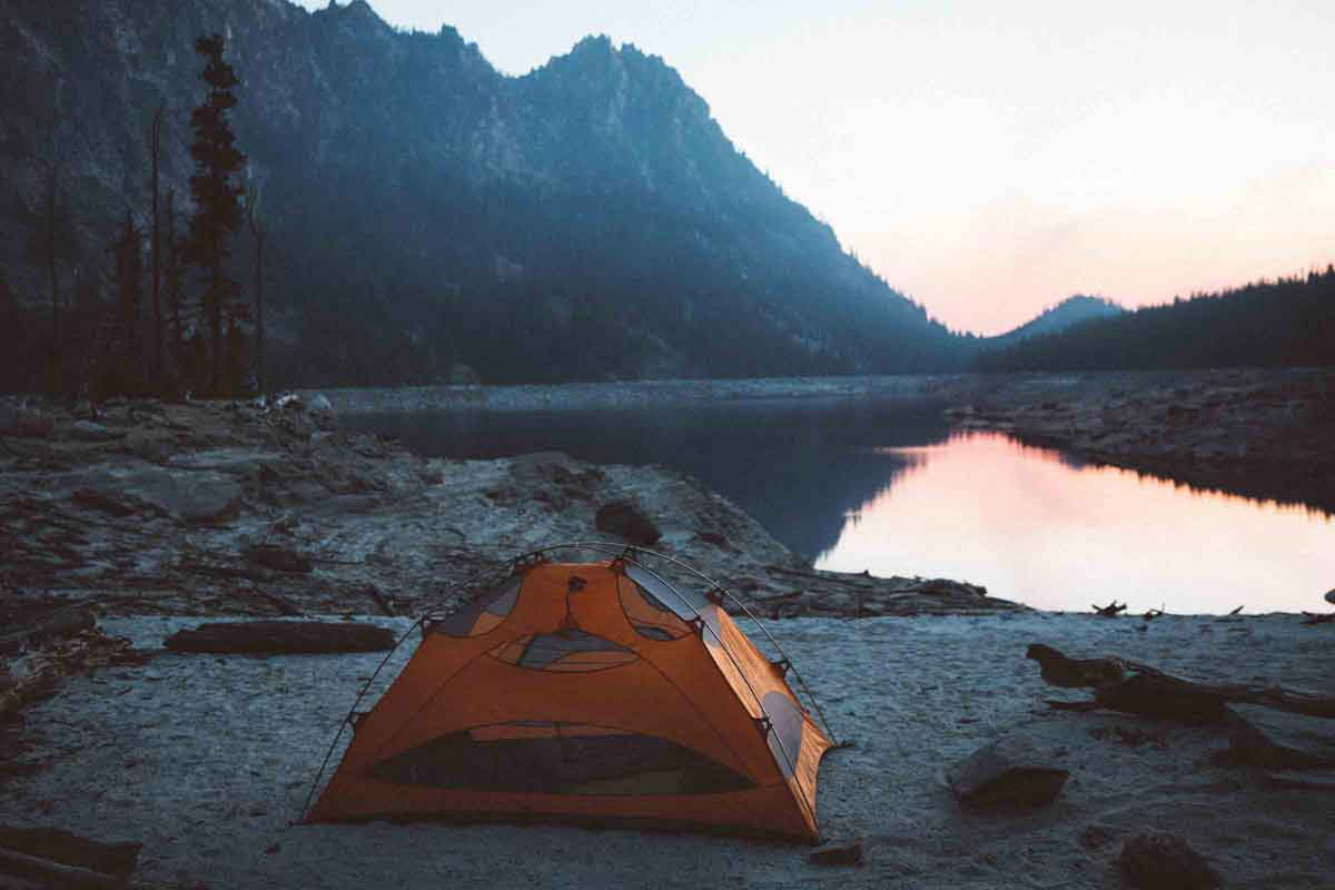 The-most-indispensable-utensils-for-camping